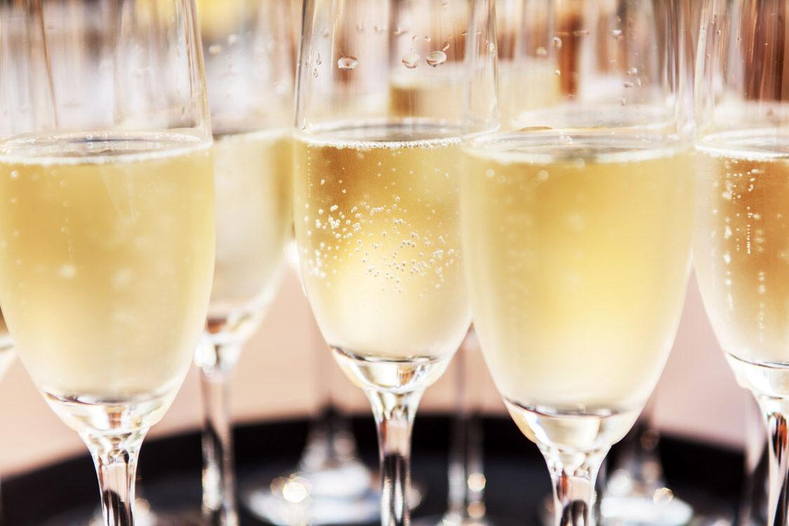 Åkesson lanserar prisvärd champagne. Foto: Shutterstock