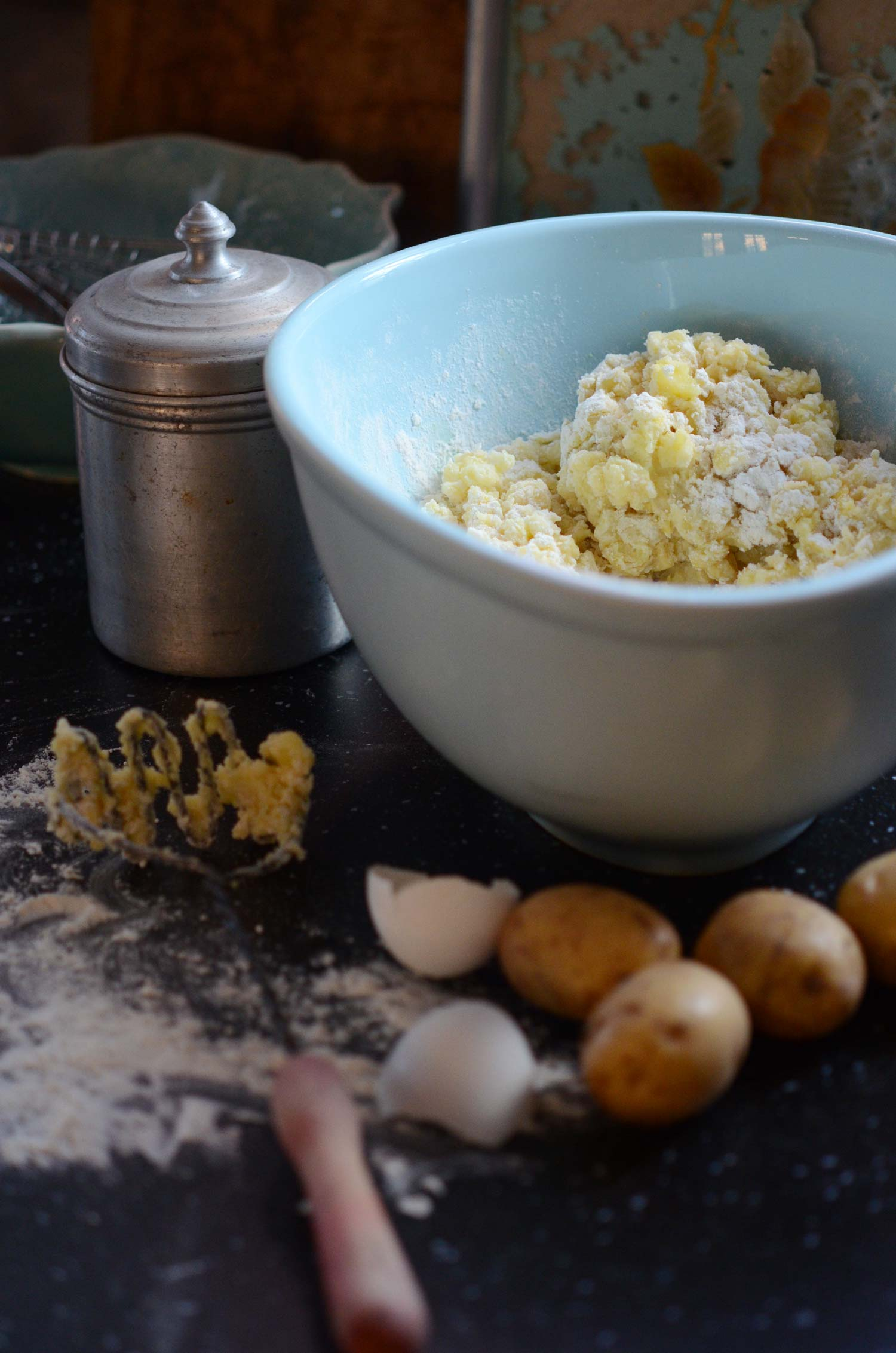Potatis, ägg och mjöl. Av tre enkla ingrediensers blir det härlig gnocchi.