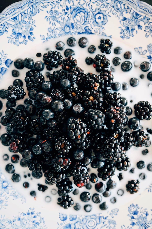 Blackberries and blueberries with milk