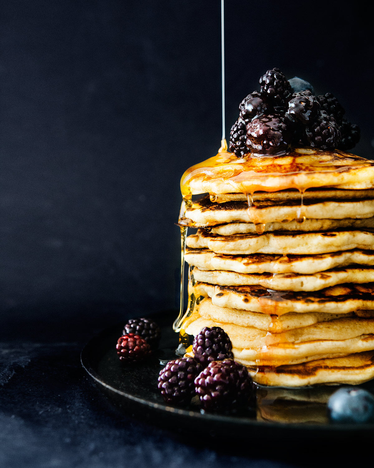 Pancakes with blackberries and honey with Fast Sverige by Petter Bäcklund