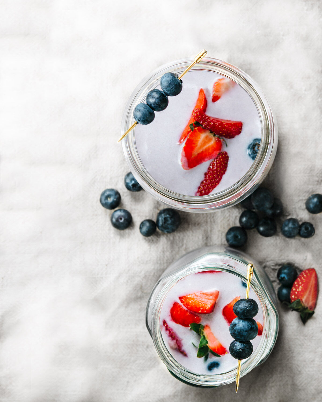 Blueberry and raspberry smoothie Fast Sverige by Petter Bäcklund