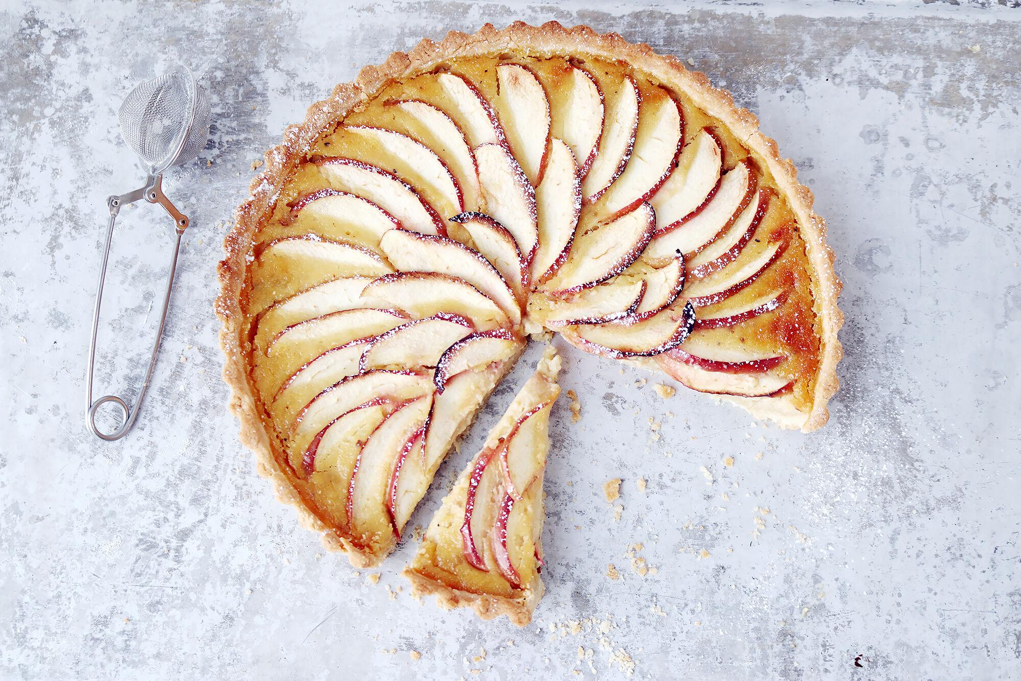 äppelkaka mandelmassa