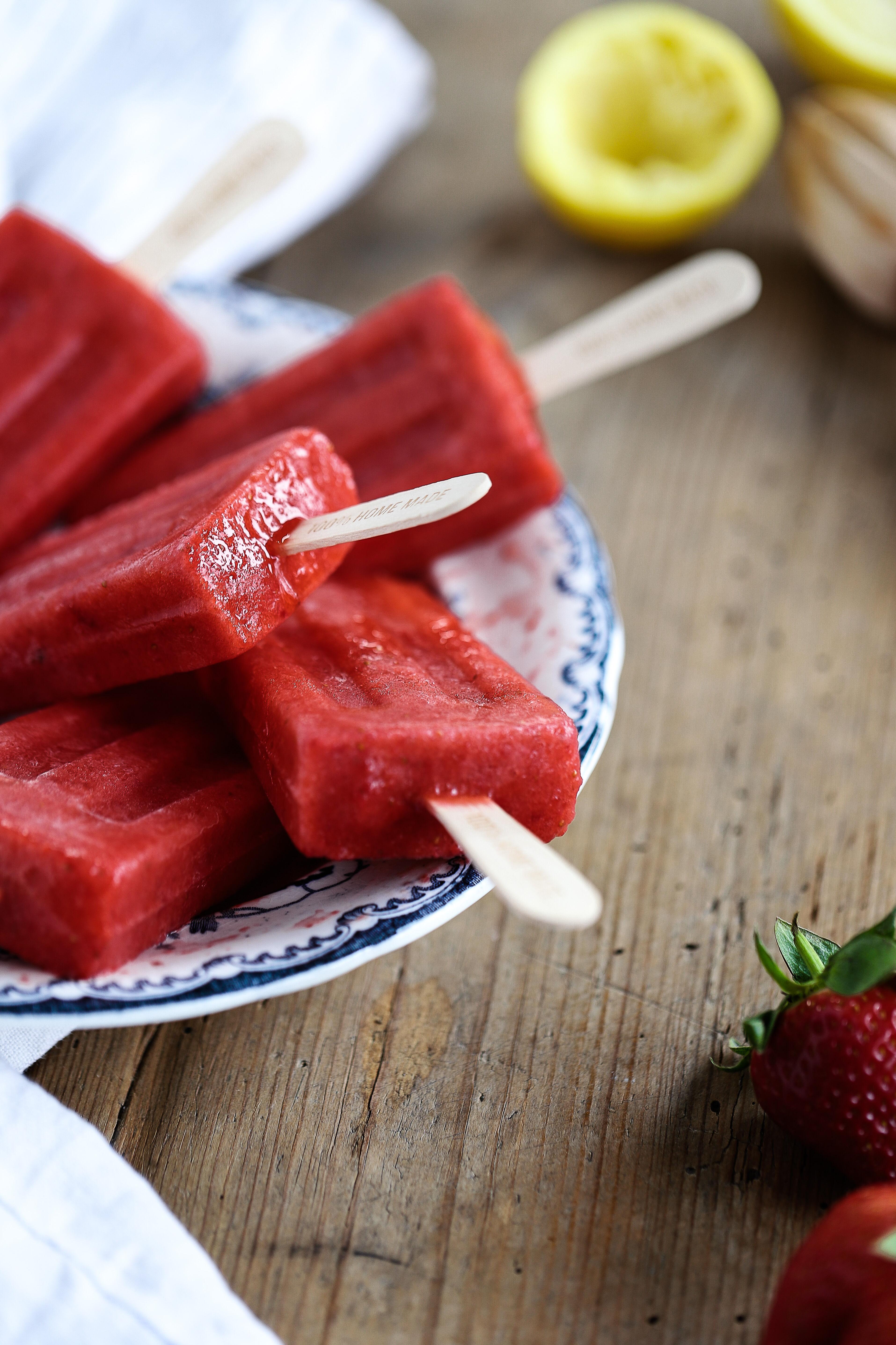 Isglass med jordgubb