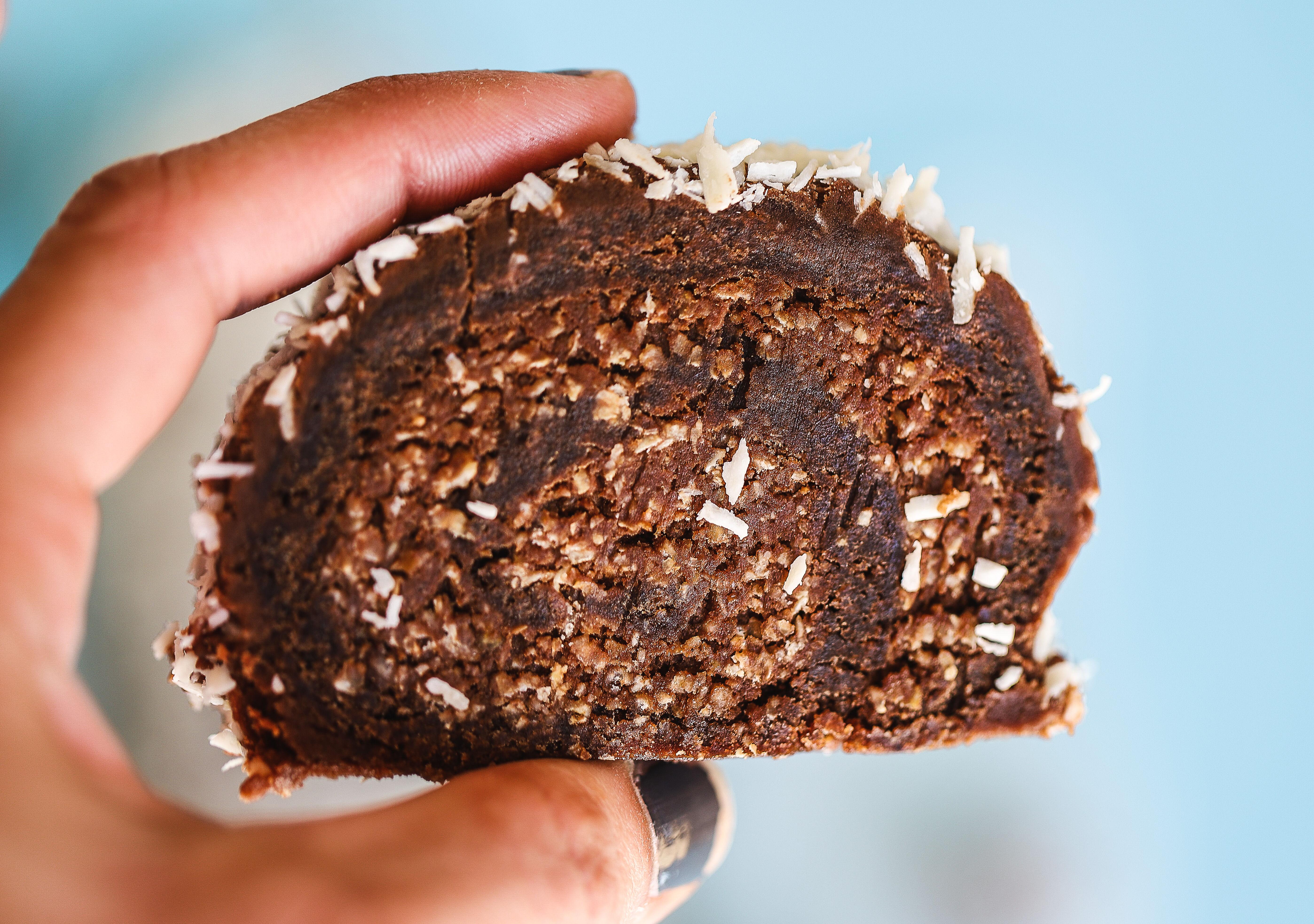 Kladdkaksrulltårta med chokladboll