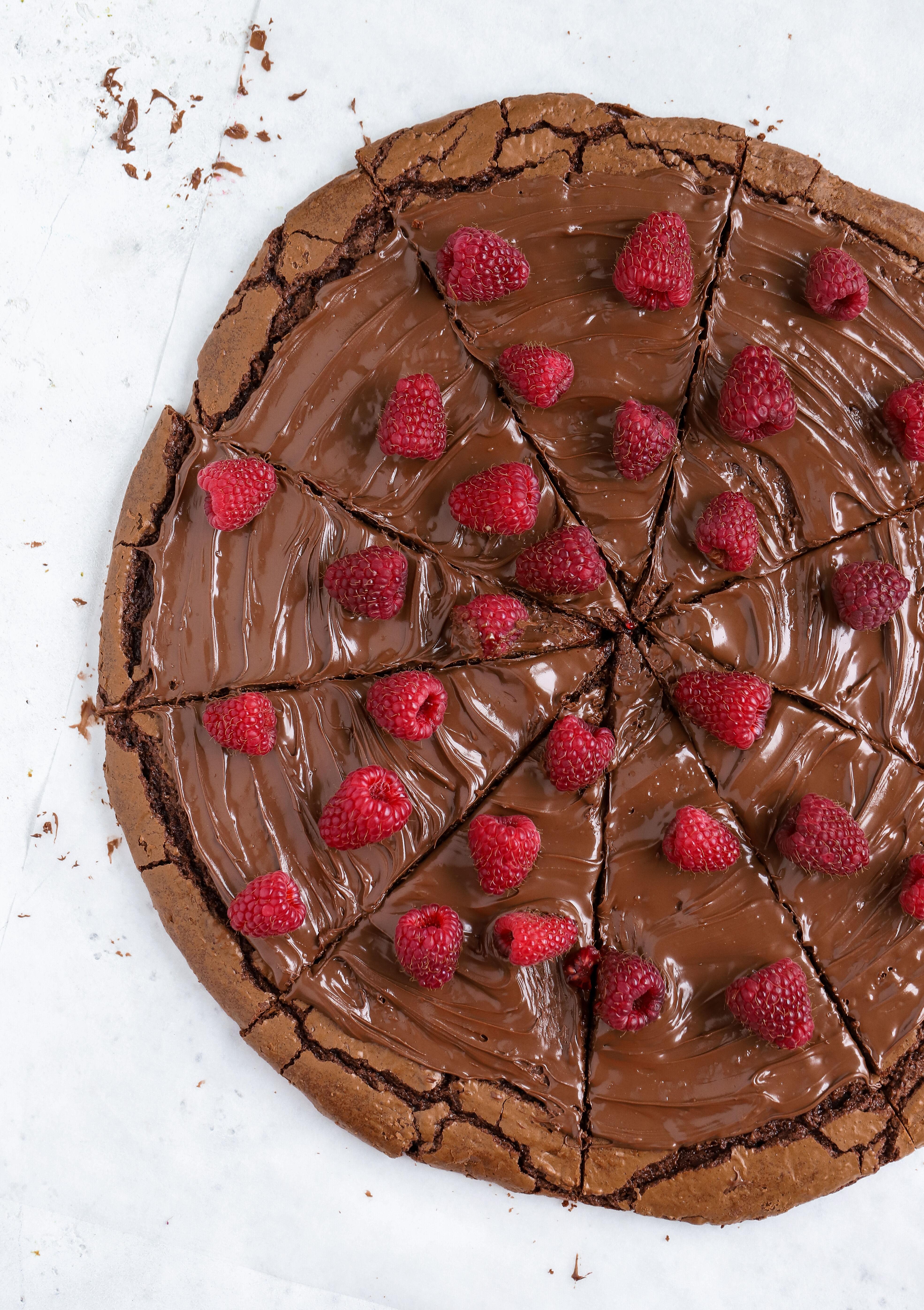 brownie cookie pizza