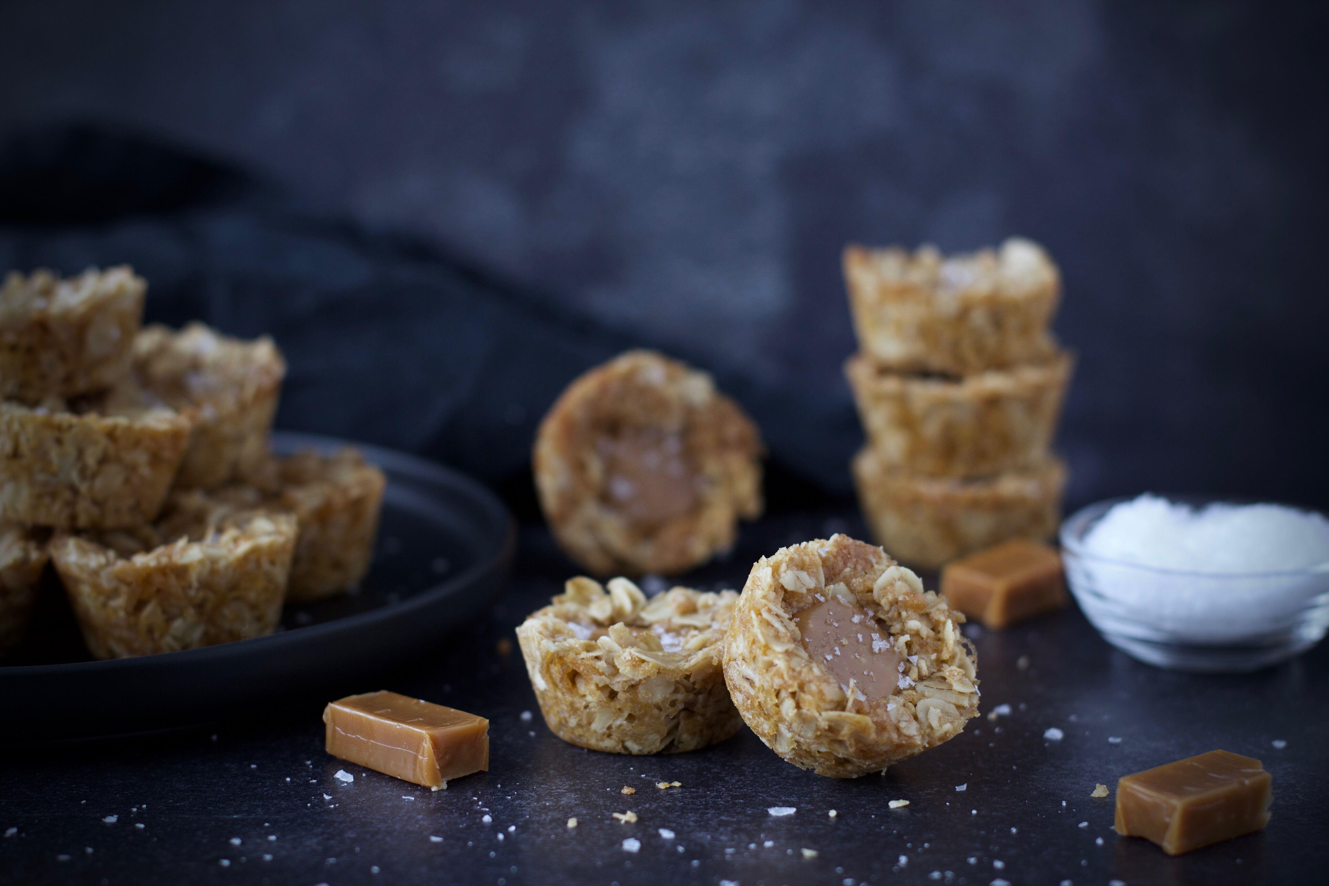 Knäckiga havrecookies med kola & flingsalt 3