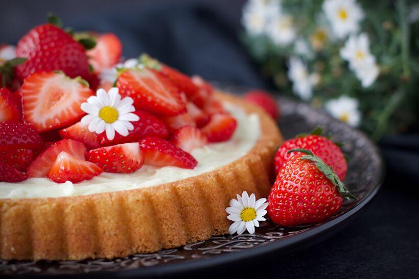 Sommarkaka - Mandelkaka med vanilj & jordgubbar 2