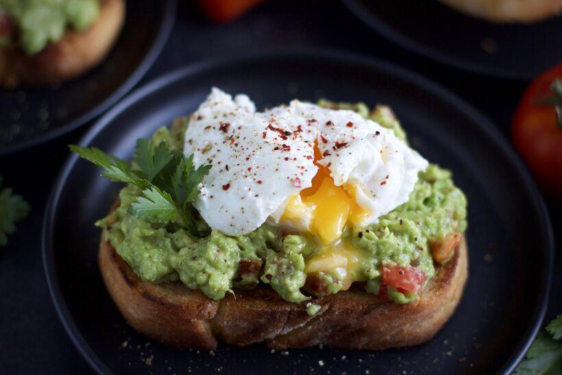 Avokado smash toast med pocherat ägg 1