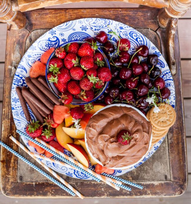 fruktfat med nutelladipp