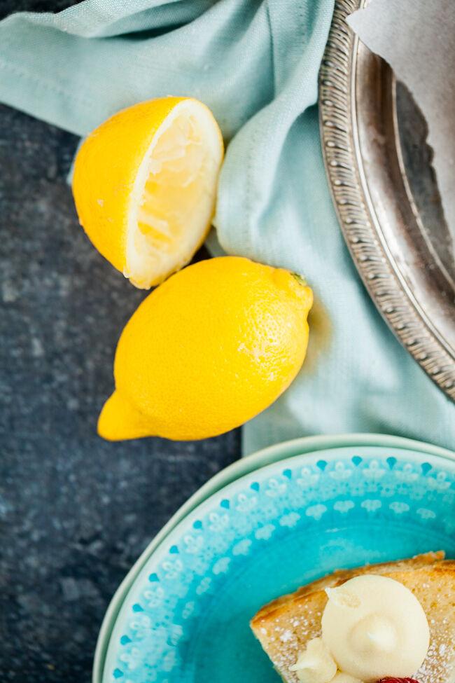 citronkladdkaka med vit chokladganache