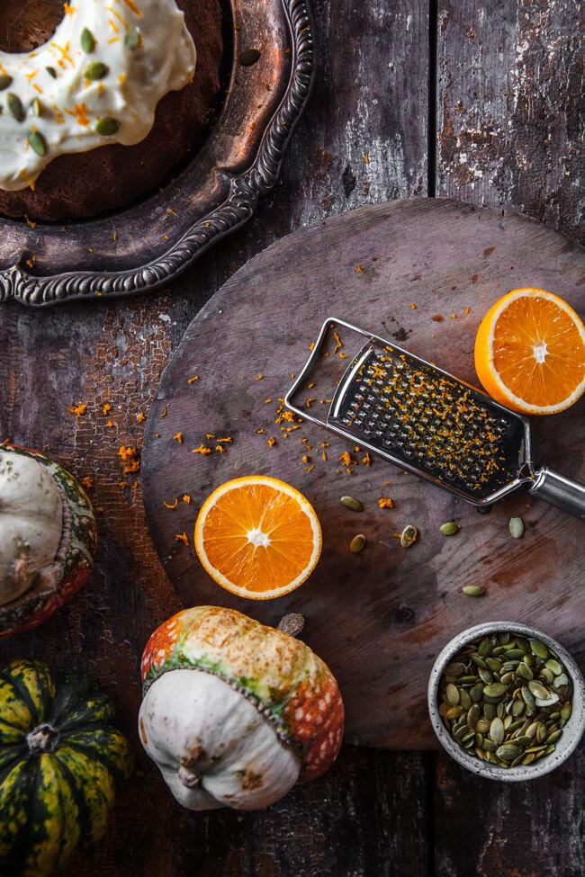 mjuk pumpakaka med apelsinfrosting
