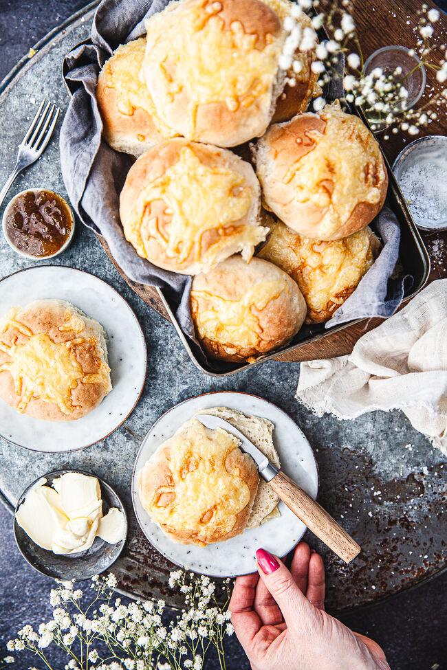 Ostfrallor, ostbullar, ostbröd,