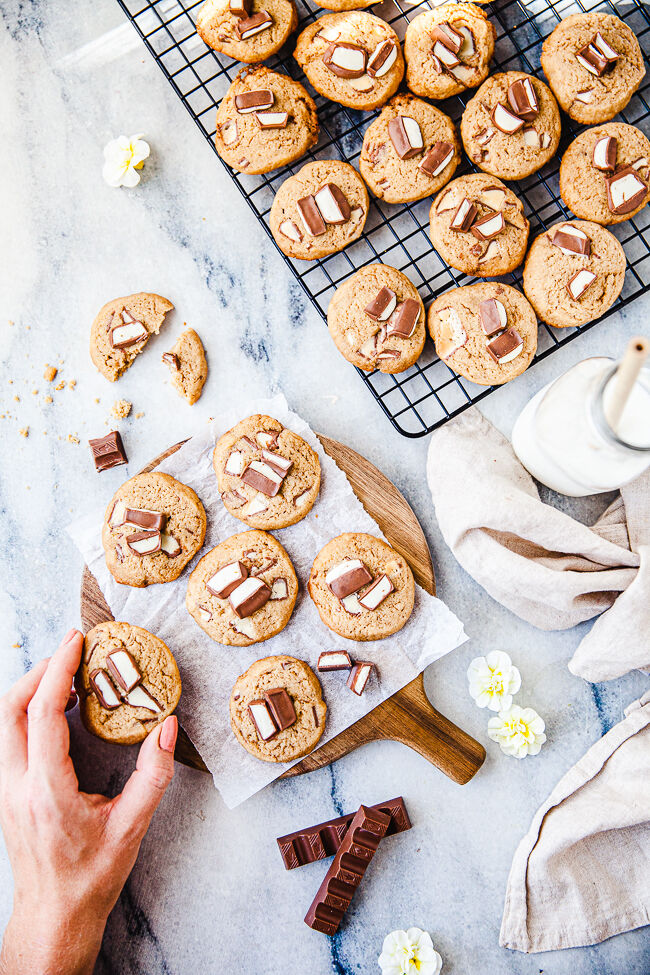 Barnsligt goda cookies med Kinder choklad