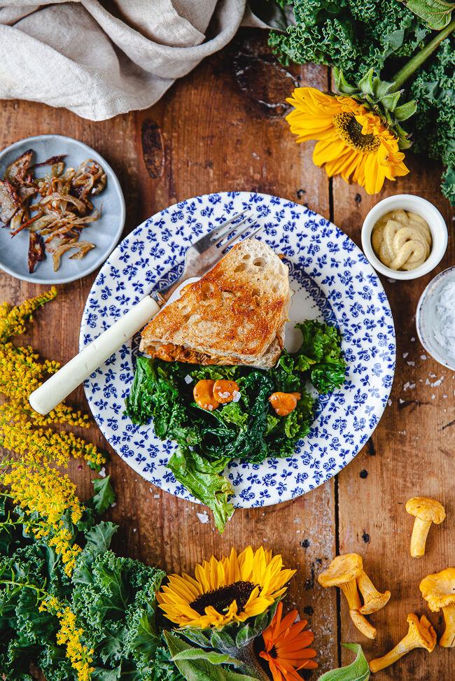 toast, kantareller, kantarellsmörgås