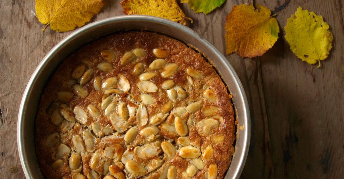 Äppelkaka med calvados och mandel