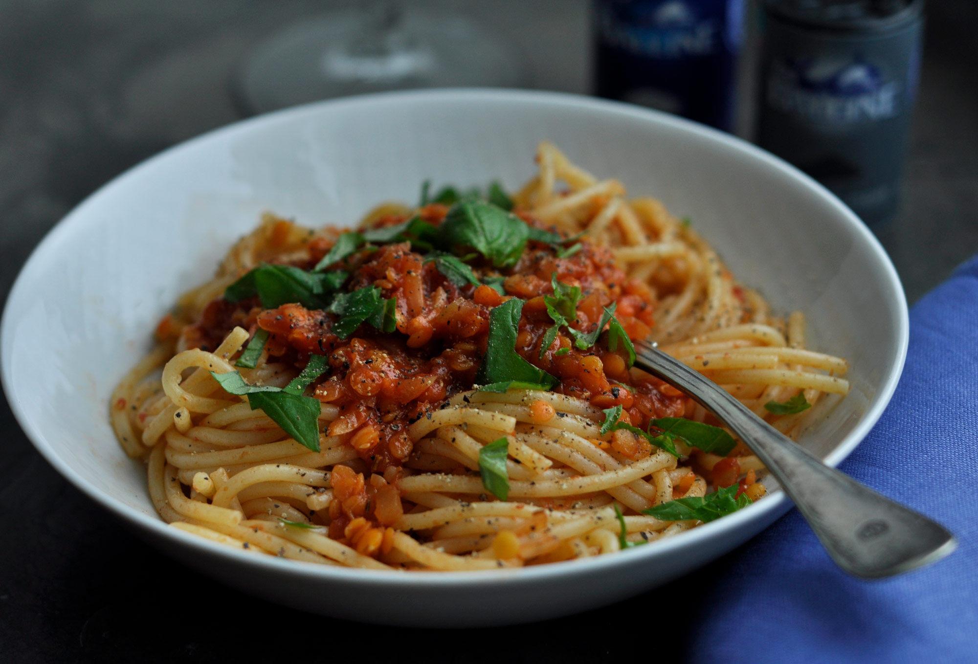 Pasta med tomatsås och linser.