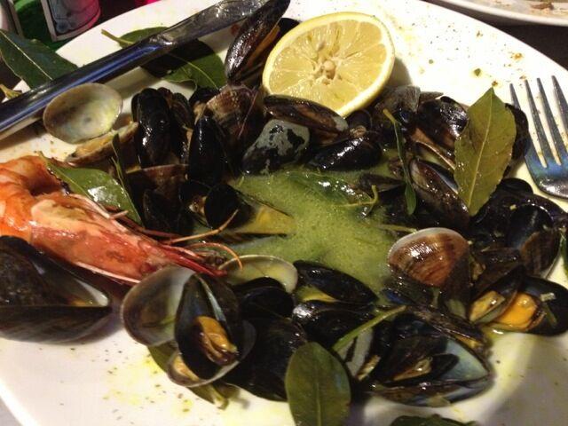 Provencalska musslor, buljong, rosmarin, lagerblad
