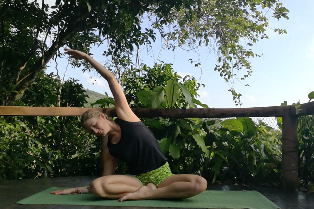 yogaposition sittande sidostretch
