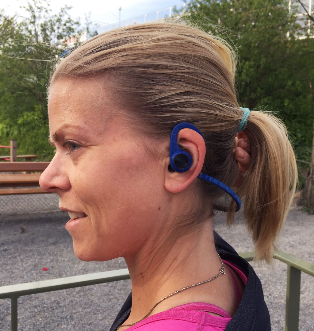 Test av nya hörlurar från Plantronics BackBeat FIT.