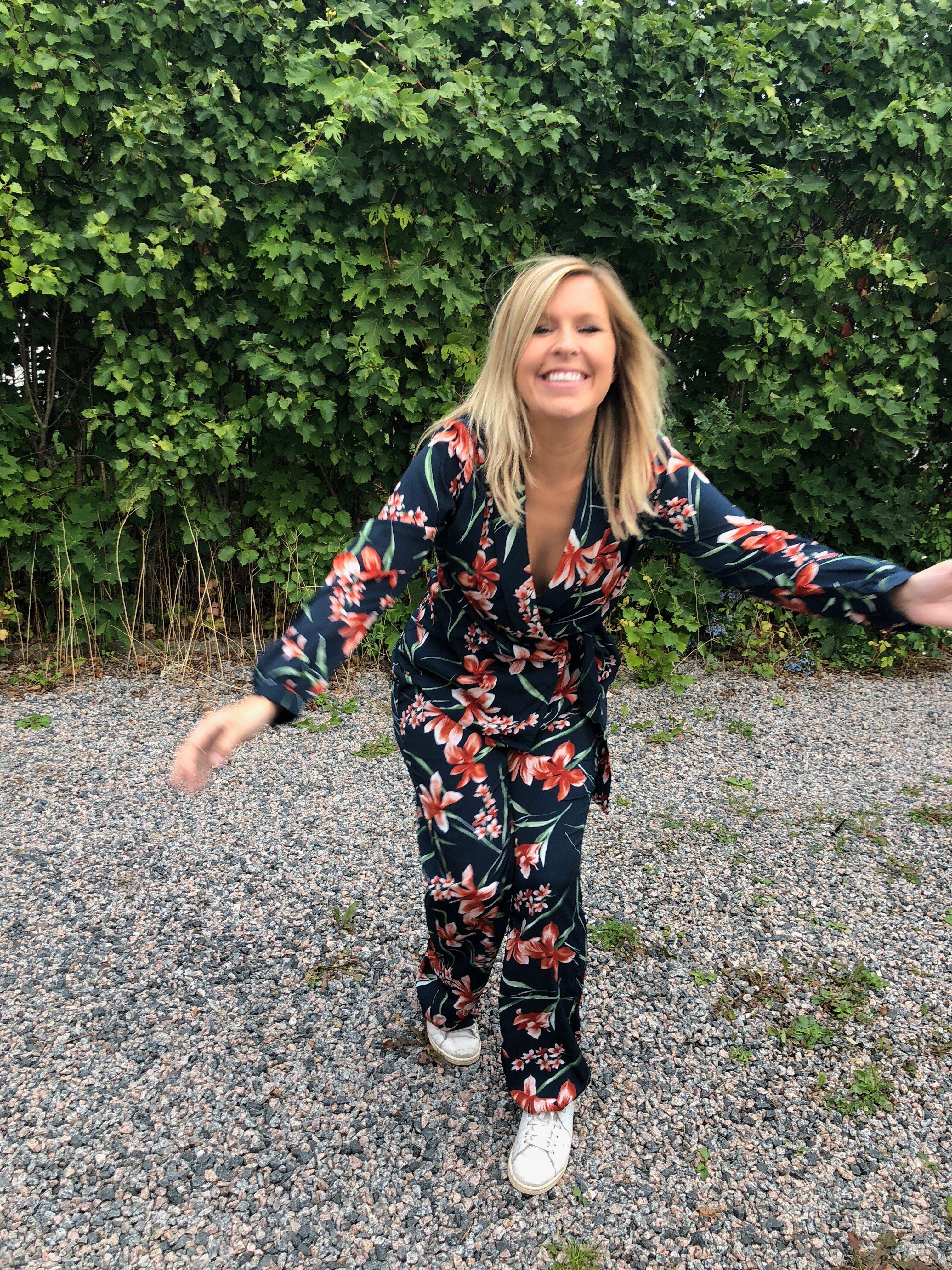 Angelicalagergren kostym