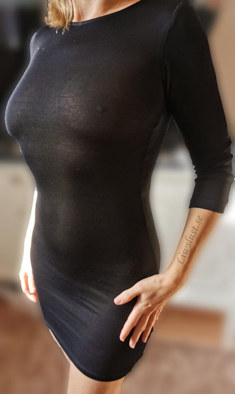 Liw i svart genomskinlig klänning