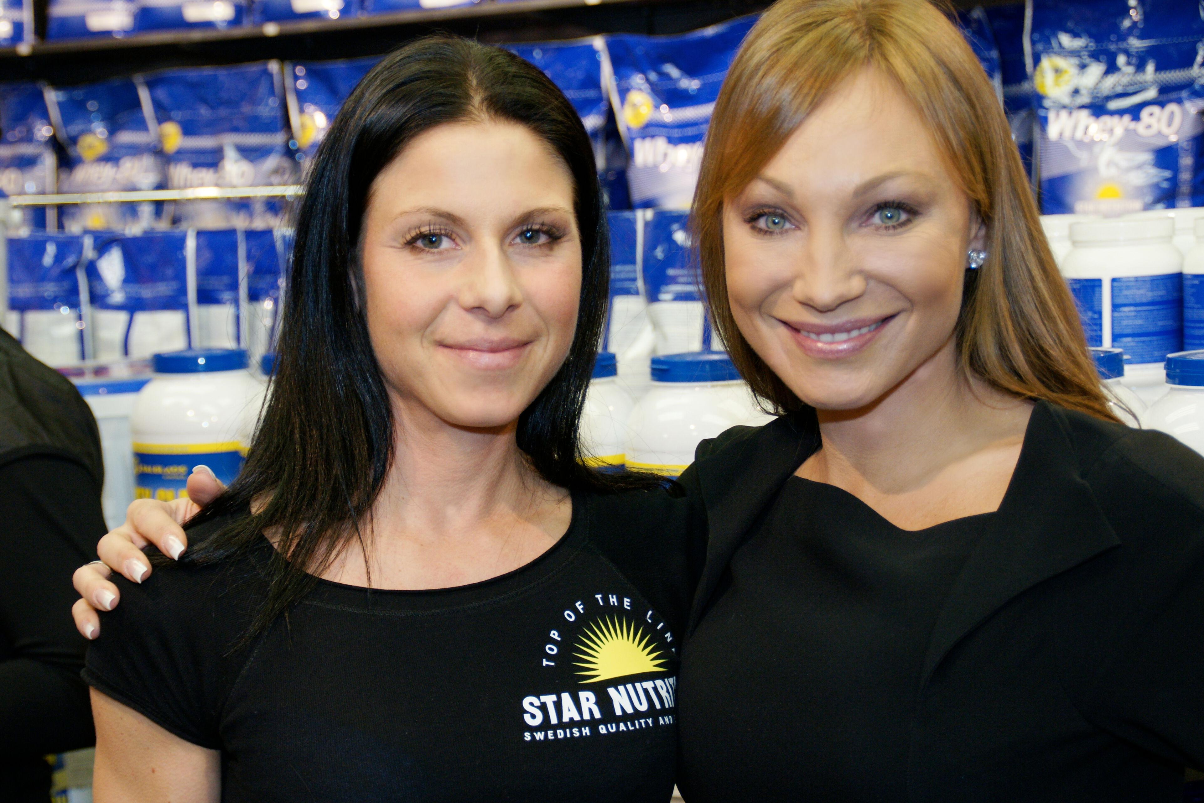 Gammal bild på mig & Anna Pauli (ansvarig för alla produkter i serien) från ett event med Gyngrossisten.