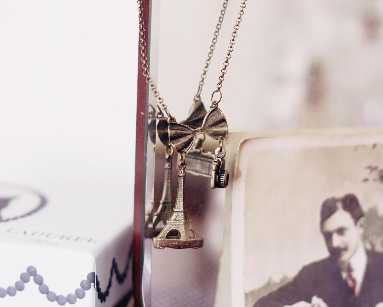 sminkbord emmas vintage vintageblogg laduree parfym parfymer halsband