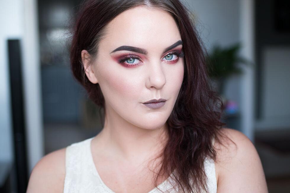 motd fahrenheit red makeup