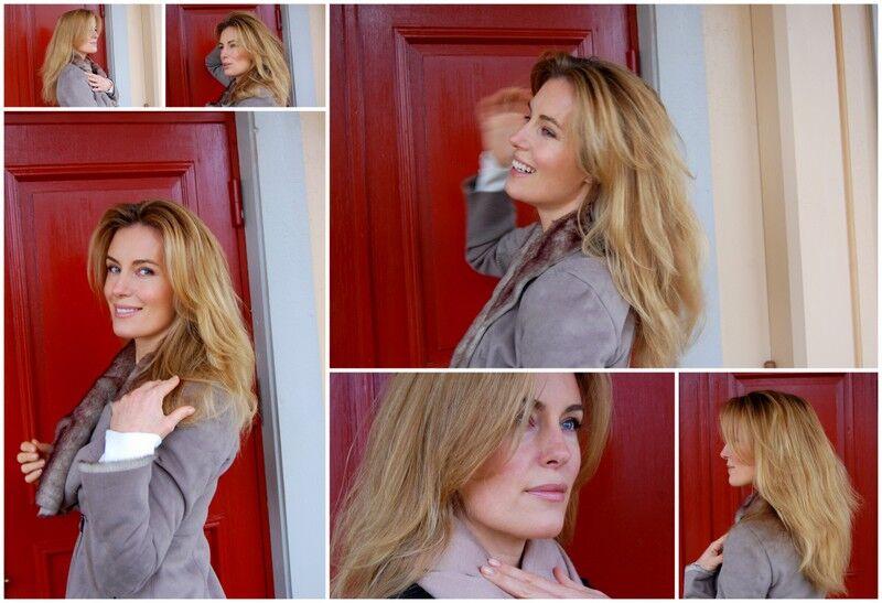 Ytterdörren är målad med linoljefärg i engelsk rött och passar perfekt som backdrop.
