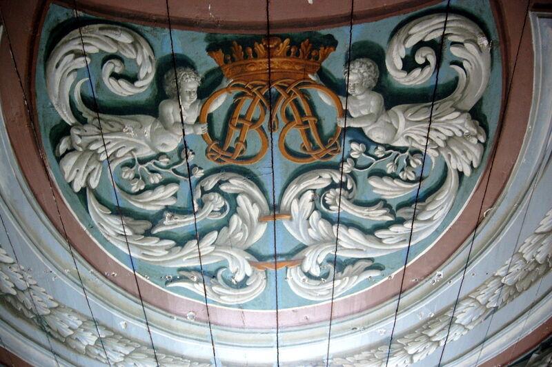 Personen som köpte konstsamligen ville även köpa salongens vackra tak, men där sa Johan nej.