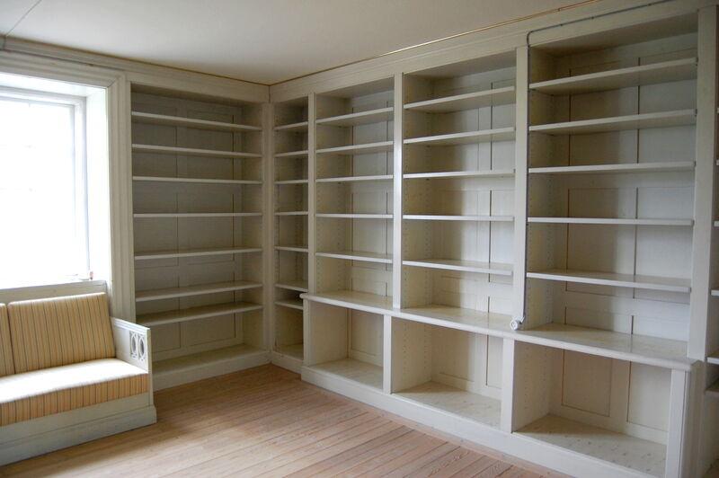 Bakom Turkiska salongen ligger två biblioteksrum och yttligare utrymme för det omfattande arkiv som varit grund till boken om Biby.