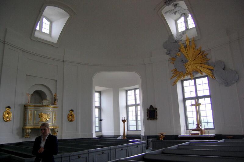 Längst upp på slottet ligger ett kapell vars orgel som byggdes år 1742 fortfarande går att spela på.