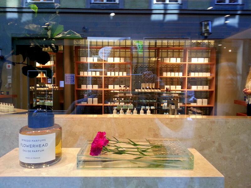 Snygg butik, vackra flaskor och fina dofter. Kul med svensk parfym!  Också i Bibliotekstan.
