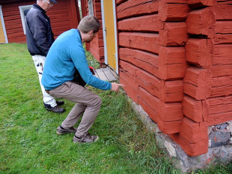 Det är alltid roligt att lyssna på Kalle som brinner för byggnadsvård.  Ibland leder han kurser i ämnet och kanske kan han och Sörmlands Museum hålla kurs här nästa sommar, i hur man byter ut delar av stockar till exempel.