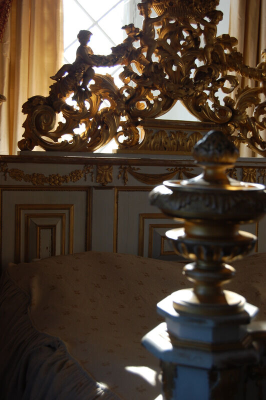 Den pampige sängen är en gång på tiden byggd av delar från en kyrkorgel.