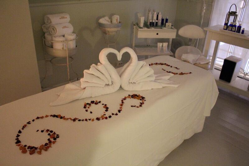Vi fick härlig massage som verkligen lyckades göra mig avkoppland. Perfekt temperatur i rummet, skön musik och trevligt bemötande. Topp!