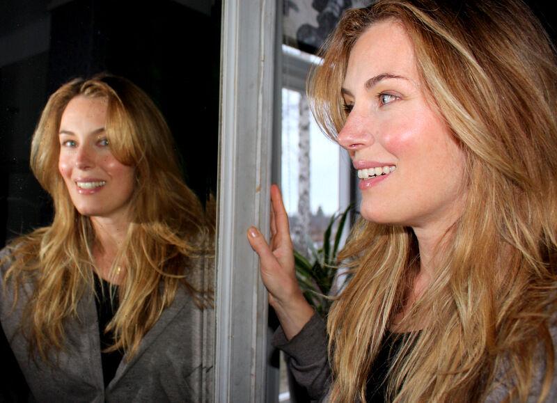Spegel, spegel på väggen där. Nu är jag inte bara trött på is och snö utan även på mitt hår. Aldrig i hela mitt liv har jag haft så långt hår som jag har idag. Men i morgon ska jag äntligen till frisören och tukta topparna.