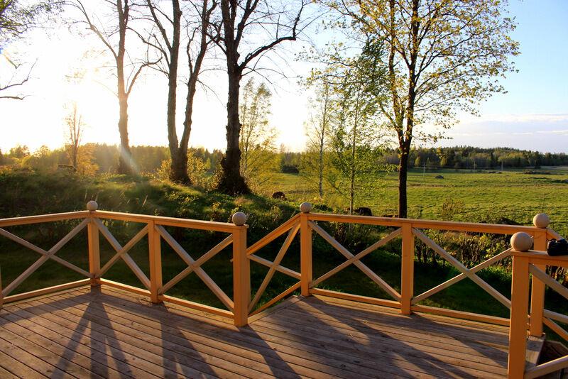 Efter ett intensivt dygn i Stockholm kändes det extra skönt att kliva ut på min rofyllda veranda. Nu är grill och trädgårdsmöbler framme.