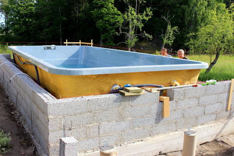 Bygget av muren har blivit färdigt.