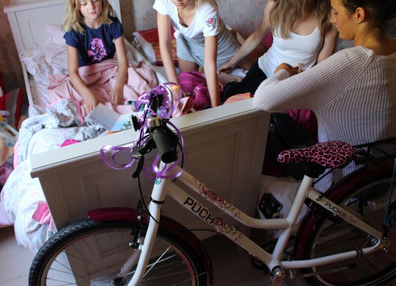 Älsklingen Lovisa fyllde åtta år och firades med frukost på sängen och bland annat en ny cykel.