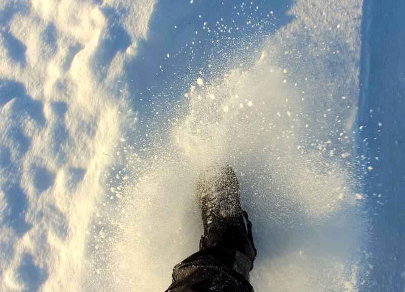 Nu knakar och glittar det fint om snön. Kallt att gå på promenad.