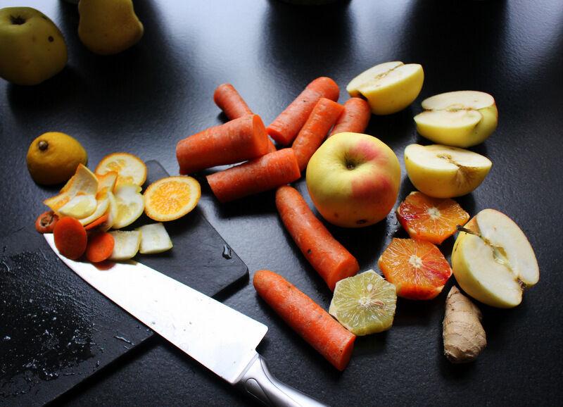Idag, liksom många dagar, gjorde jag en god juice av äpple, apelsin, citron, morötter och ingefära. Känns så nyttigt.