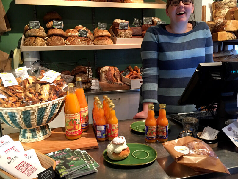 På Printz bageri i Eskilstuna möts man av leenden, ekologiskt bröd och fantastiskt goda semlor. Här om dagen åt jag min första för i år, och det lär det nog bli några till innan säsongen är över.