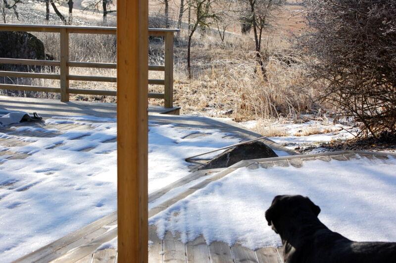 Snön smälter bort och jag börjar längta efter att möblera pooldäcket.
