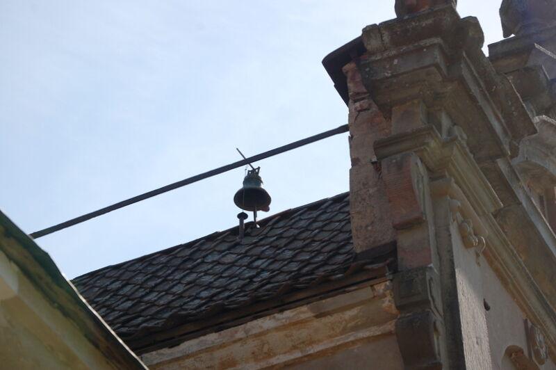 och den gamla klockan på slottet som klämtade regelbundet.