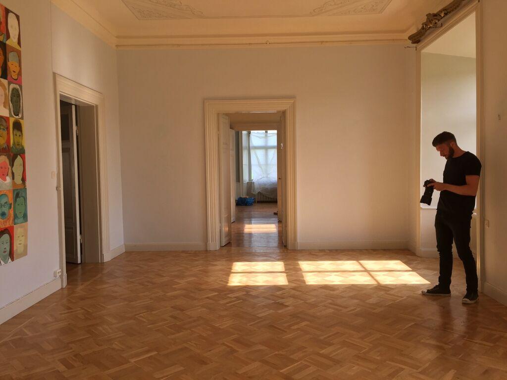 I andra flygeln har Ann ett galleri med stora öppna ytor.