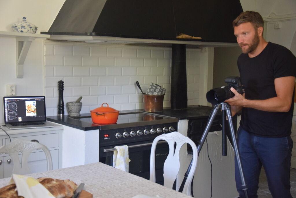 Så i går fotade vi det gammal köket till tidningens kökspecial i höst.