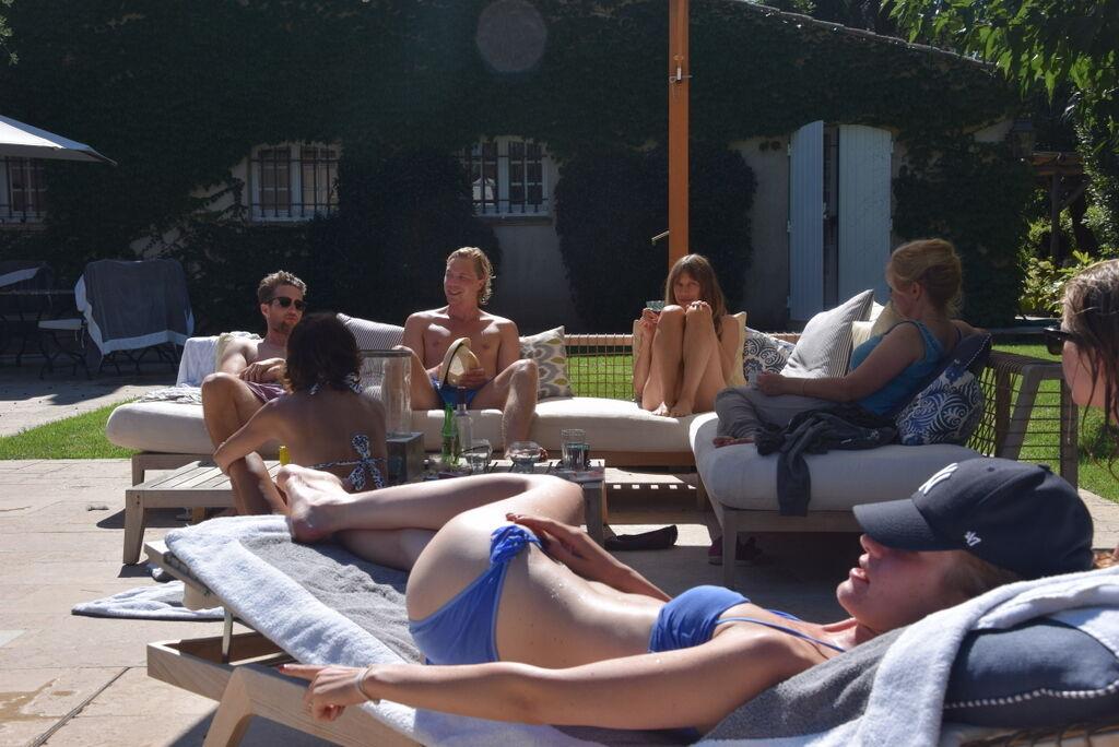 Sista dagen valde några att stanna vid poolen