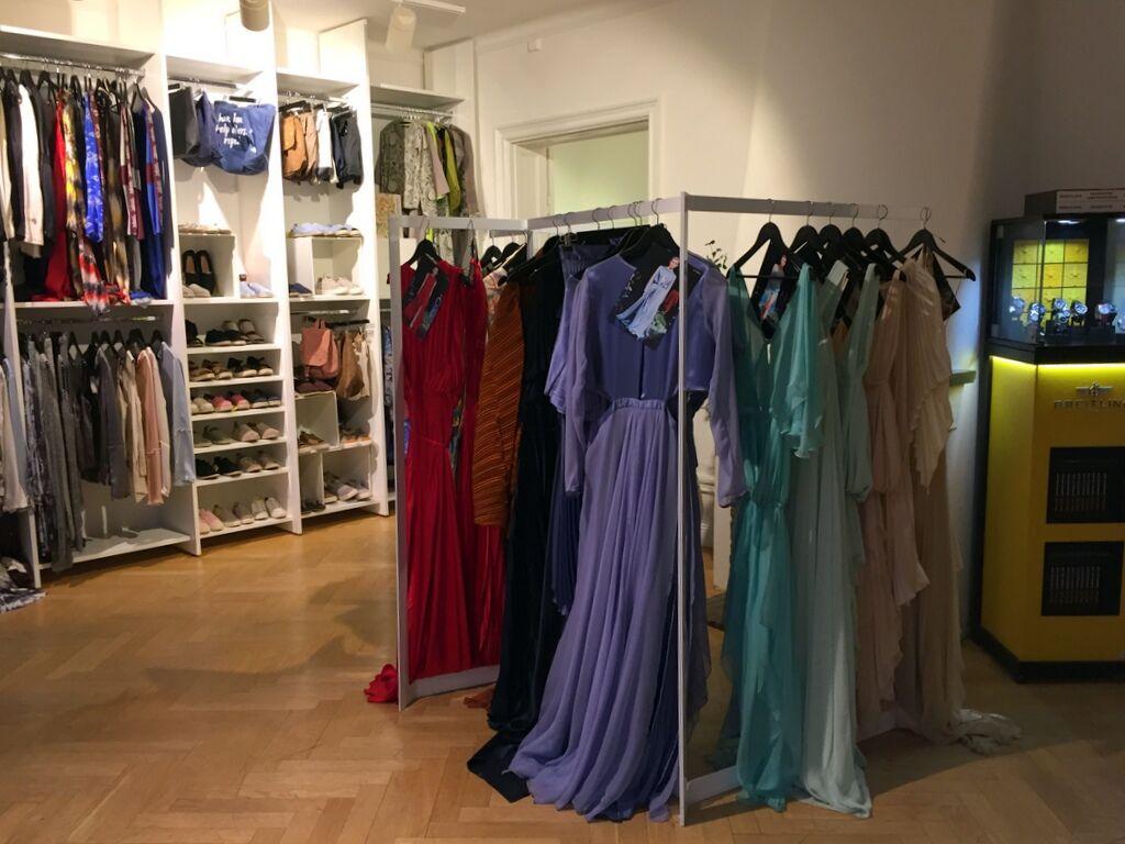 Vackra sidenklänningar från Jennifer Blom.