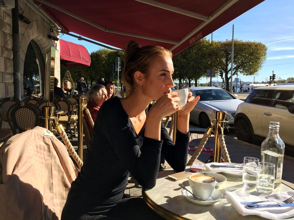 Passade på att sitta ute och äta lunch i solen med dotter Elsa.